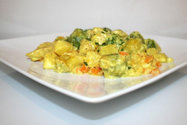 Rosenkohl-Kartoffel-Auflauf mit Curry-Hähnchen – das Rezept