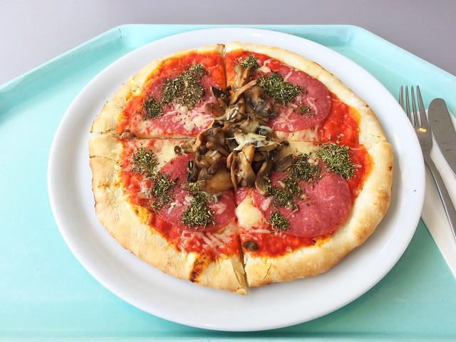 Ofenfrische Pizza mit Salami, Champignons & Mozzarella [21.09.2018]