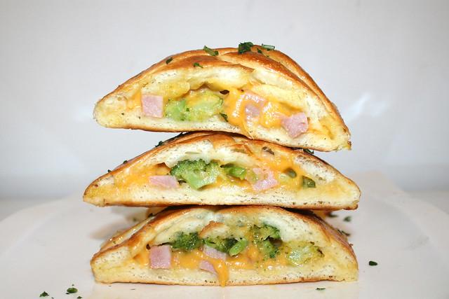 Stromboli mit Schinken, Brokkoli & Cheddar – das Rezept
