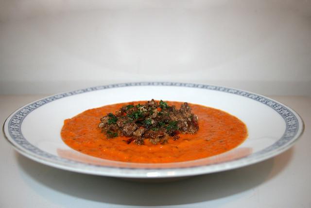 Paprika-Möhrensuppe mit Hackfleischgröstl – das Rezept