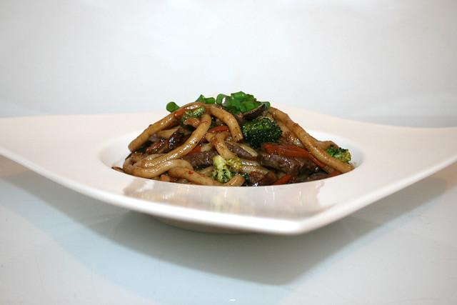 Udon-Nudelpfanne mit Rindfleisch – das Rezept