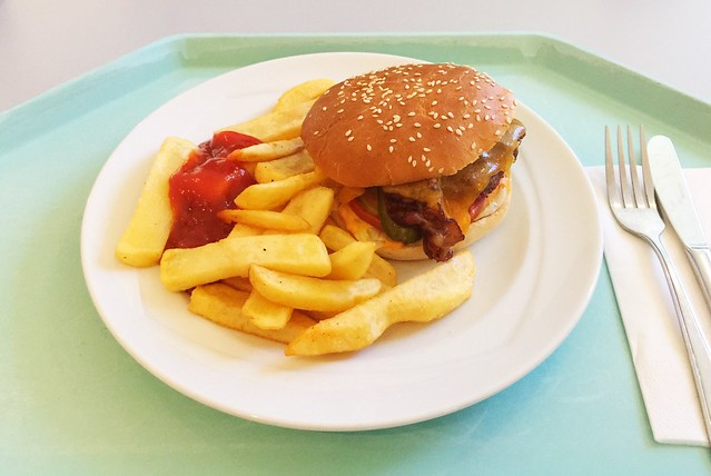 Chili-Cheeseburger mit Steakhouse Pommes [05.12.2018]