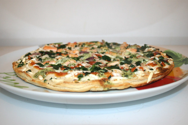 Wagner – Die Backfrische – Pizza Lachs Spinat mit Joghurt-Basilikum-Créme [27.01.2019]