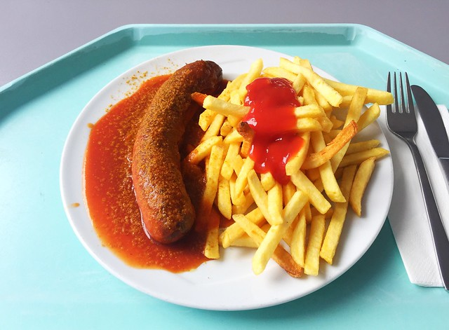 Rote Currywurst mit Pommes Frites [07.02.2019]