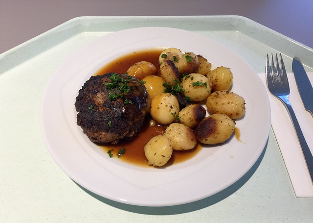 Hausgemachtes Fleischpflanzerl mit Bratensauce & Röstkartoffeln [11.02.2019]