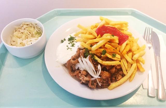 Gyros mit frischen Zwiebeln, Tzatziki und Pommes Frites [19.03.2019]
