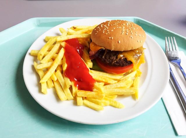 Hamburger mit Speck & Cheddarkäse [04.04.2019]