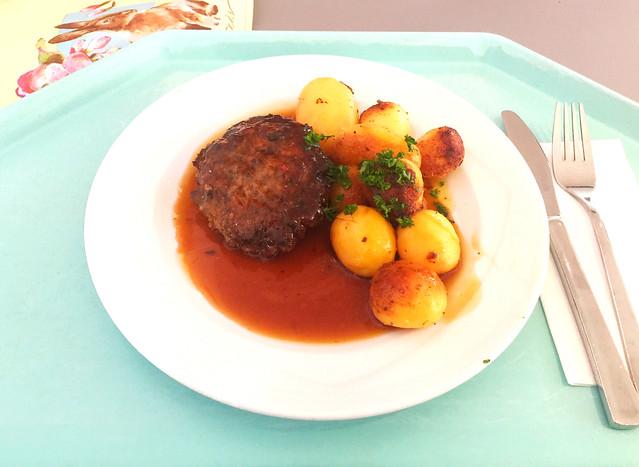 Fleischpflanzerl mit Bratensauce & Röstkartoffeln [09.04.2019]