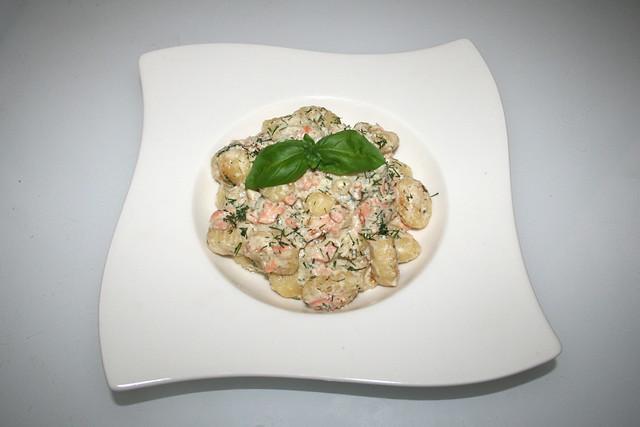 Gnocchi mit Räucherlachs in Dill-Frischkäse-Sauce – das Rezept