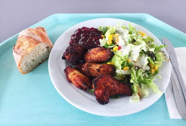 Gemischter Salat mit Chicken Wings & Baguette [05.07.2019]