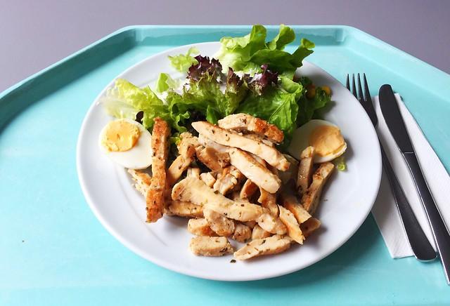 Gemischter Salat mit Ei & gebratenen Hähnchenbruststreifen [17.07.2019]