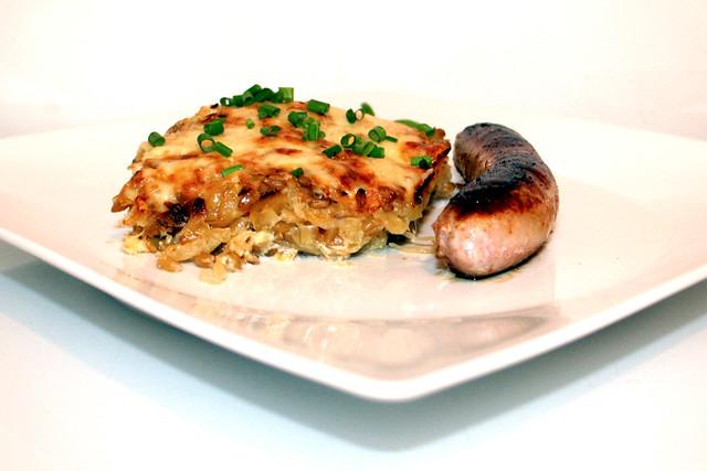 Grünkern-Sauerkraut-Auflauf (mit Bratwurst) – das Rezept