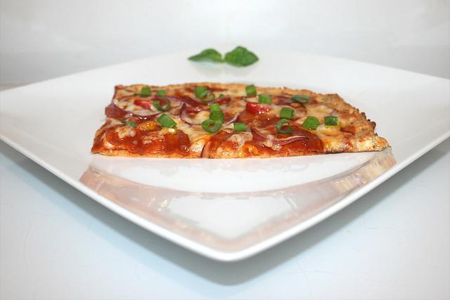 Pizza mit Blumenkohl-Boden (Low Carb) – das Rezept