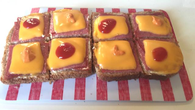 Salami-(Schmelz)Käse-Toast aus der Mikrowelle [08.08.2019]