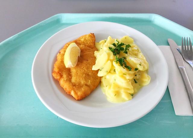 Paniertes Putenschnitzel mit Zitronenecke & Kartoffelsalat [19.08.2019]