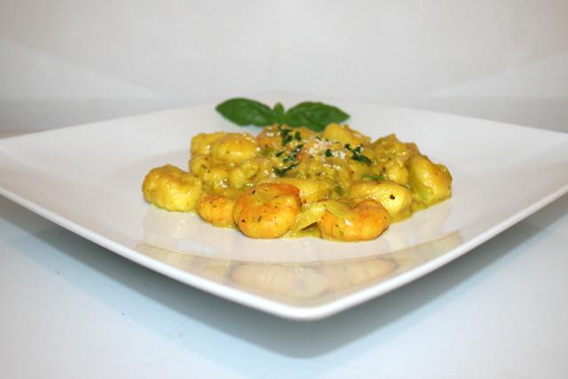 Curry-Gnocchi mit Lauch & Shrimps – ein ReCook