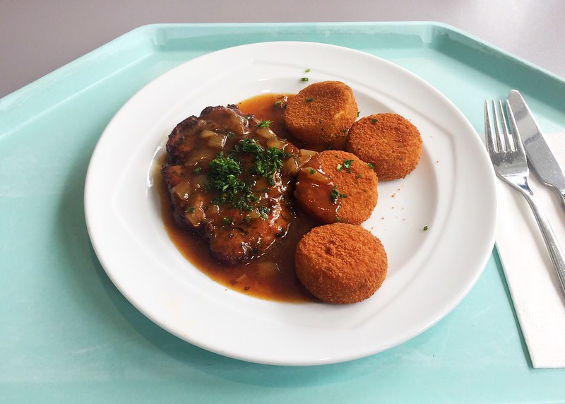 Holzfällersteak in Zwiebelsauce mit Kartoffelplätzchen [04.10.2019]