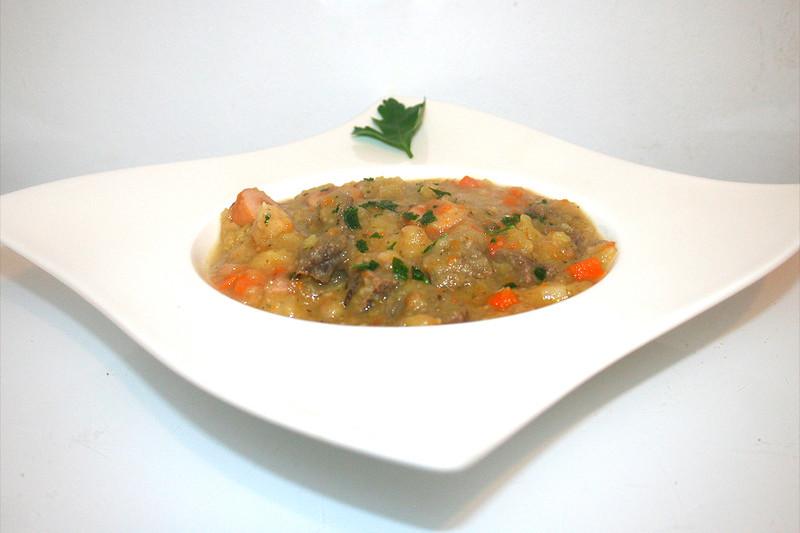 Berliner Kartoffelsuppe mit Rindfleisch & Würstchen – das Rezept