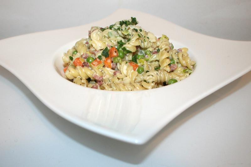 Schmand-Schinken-Nudeln mit Gemüse – das Rezept