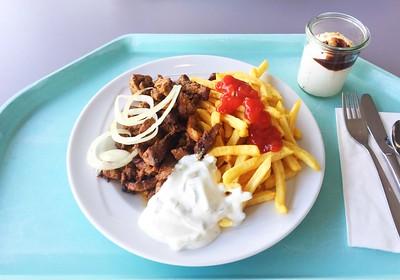 Gyros mit frischen Zwiebeln, Tzatziki & Pommes Frites [09.01.2020]