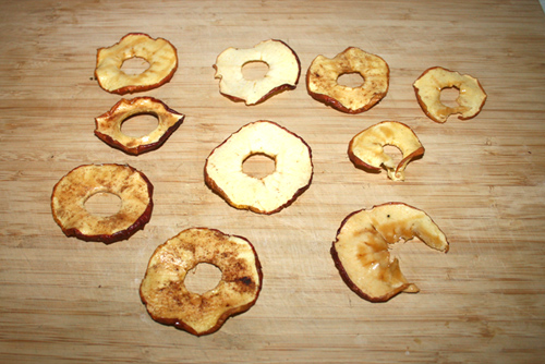 Selbstgemachte Apfelchips aus dem Dörrautomat