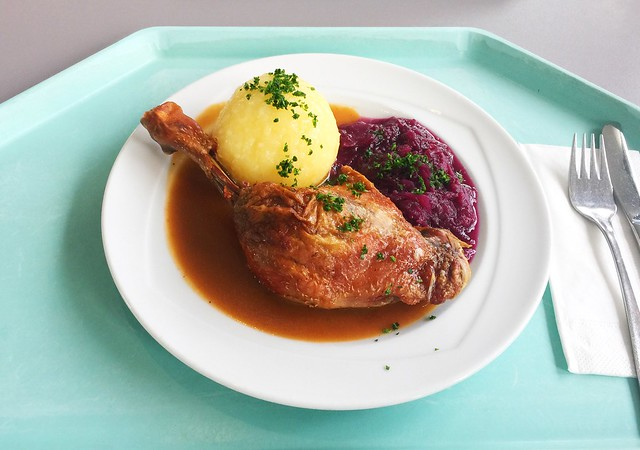 Geschmorte Entenkeule mit Blaukraut, Orangensauce und Kartoffelknödel [20.02.2020]
