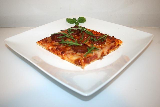 Sucuk-Schinken-Pizza – das Kurzrezept