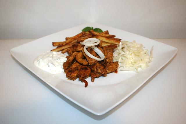 Putengyros mit Tzatziki, Krautsalat & Pommes Frites – das Rezept