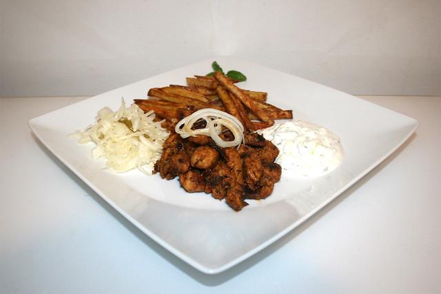 Putengyros mit Tzatziki, Krautsalat & Pommes Frites – Resteverbrauch [14.06.2020]