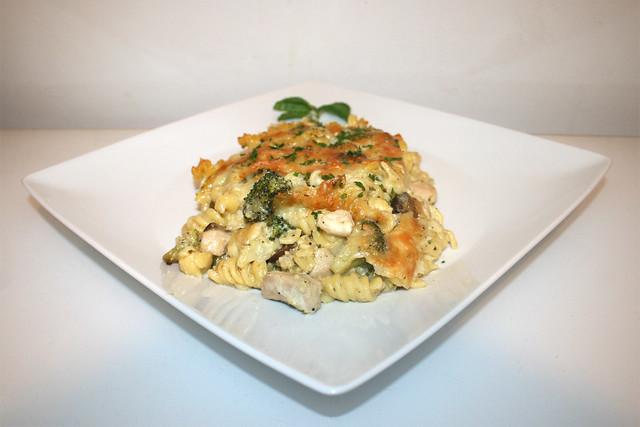 Broccoli-Nudelauflauf mit Hähnchen & Pilzen – das Rezept