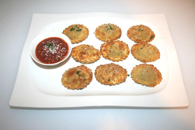 Knusprige Ravioli aus dem Air Fryer mit Tomaten-Basilikum-Dip