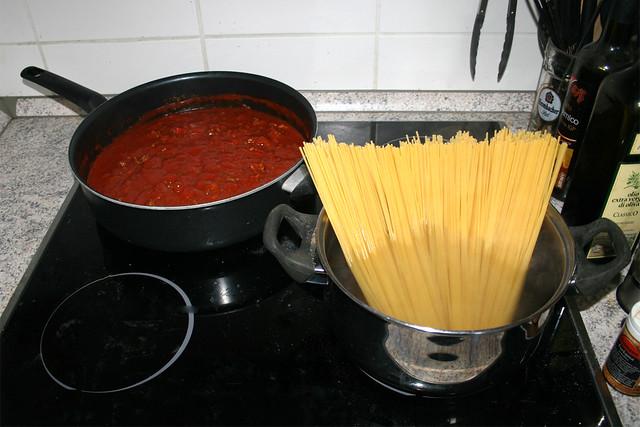 Spaghetti mit Zucchini & Paprika in Hackfleisch-Tomatensauce – Kurzrezept