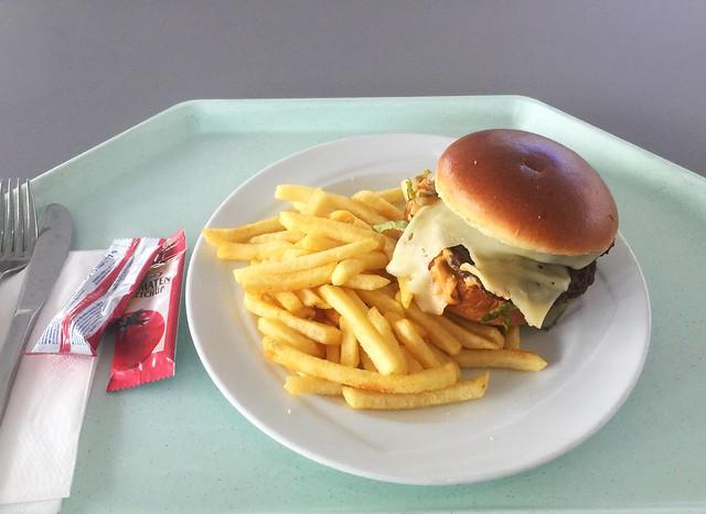 Cheeseburger mit Pommes Frites [03.09.2020] (und die Rückkehr ins Betriebsrestaurant)