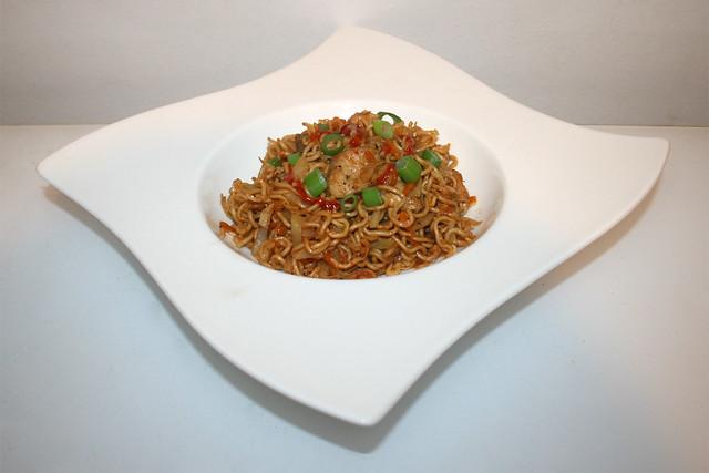 Asiatische Weißkohl-Nudelpfanne mit Huhn – das Rezept