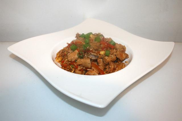 Asiatischer Bratreis mit Huhn & Gemüse – das Rezept