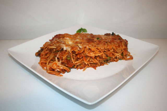 Spaghetti-Auflauf mit Lauch & Pilzen in Hackfleisch-Tomatensauce – das Rezept