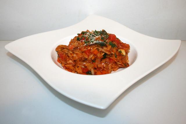 Italienische Kritharaki-Gemüse-Pfanne mit Putenstreifen – das Rezept (One Pot)