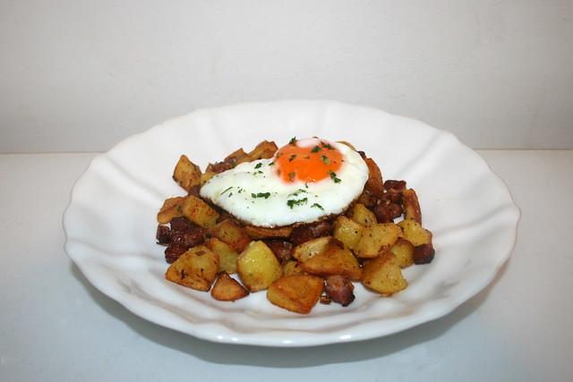 Bratkartoffeln mit Speck & Spiegelei – das Kurzrezept