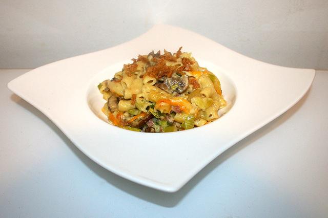 Gourmet Mac & Cheese mit Lauch, Pilzen & Speck – das Rezept