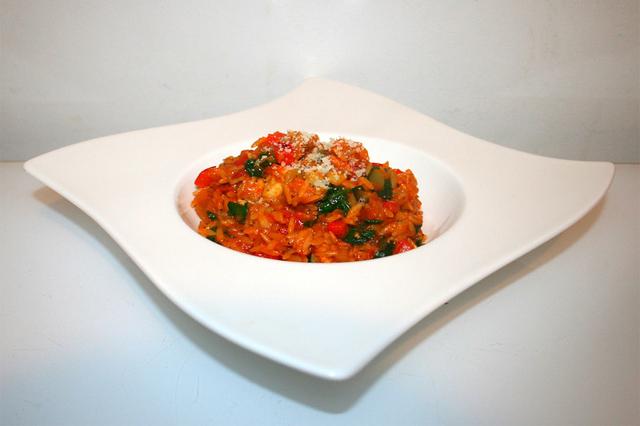 Italienische Gemüse-Risoni-Pfanne mit mariniertem Hähnchen – das One-Pot-Rezept