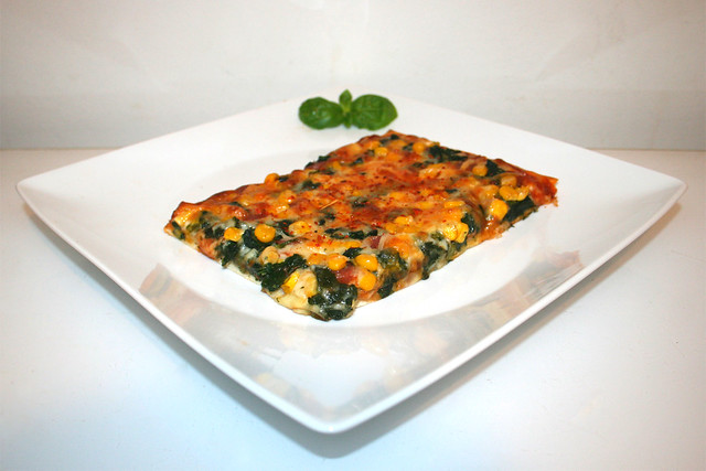 Salami-Mais-Spinat-Pizza – das Kurzrezept