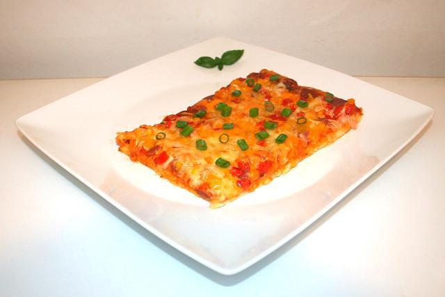 Salami-Paprika-Pizza mit Speck – das Kurzrezept