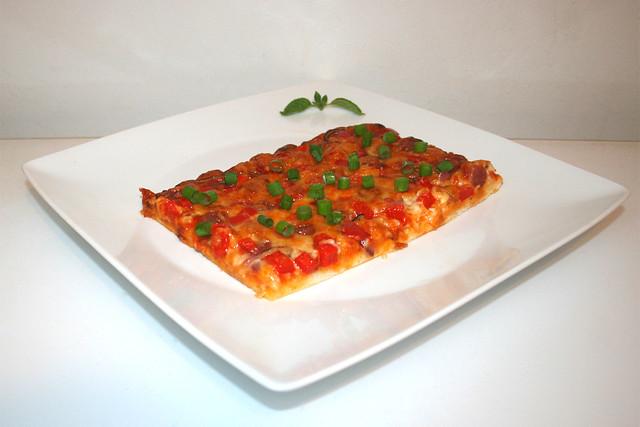 (Not-)Pizza mit Salami, Paprika & Zwiebel – das Kurzrezept