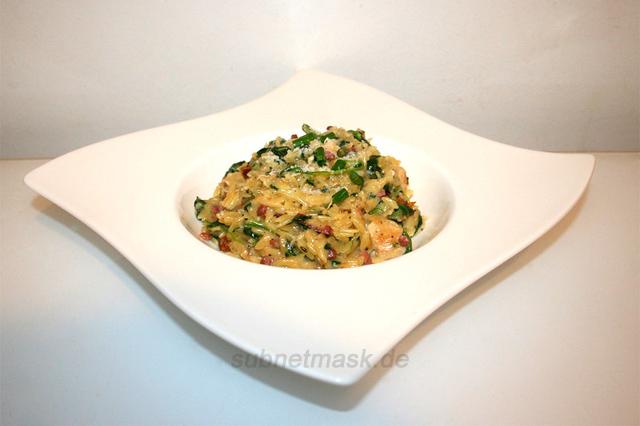 Cremige Spinat-Parmesan-Orzo mit Hähnchen – das Rezept