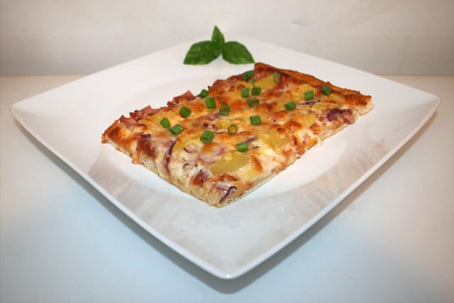 Pizza Hawaii mit Schinken, Ananas & Zwiebel – das Kurzrezept