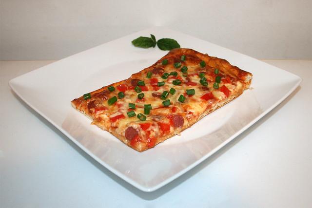 Pizza mit Salami, Zwiebel & Paprika [08.07.2021]