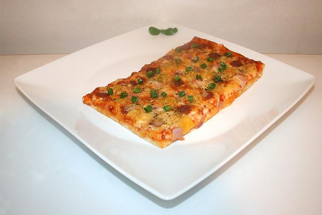 "Schinken-Salami-Pizza ""Hawaii"" – das Kurzrezept"