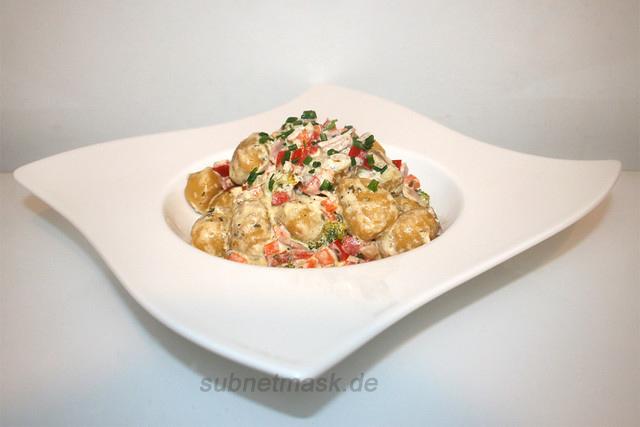 Gnocchi in Knoblauch-Frischkäsesauce mit Schinken & Gemüse – das Rezept