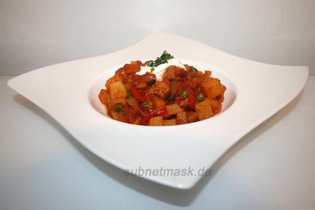 Pikanter Schweinegulasch mit Paprika & Kartoffeln – das Rezept