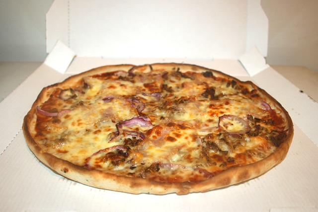 Pizza Texas mit Rinderhack, BBQ-Sauce, roten Zwiebeln & Bacon [09.10.2021]